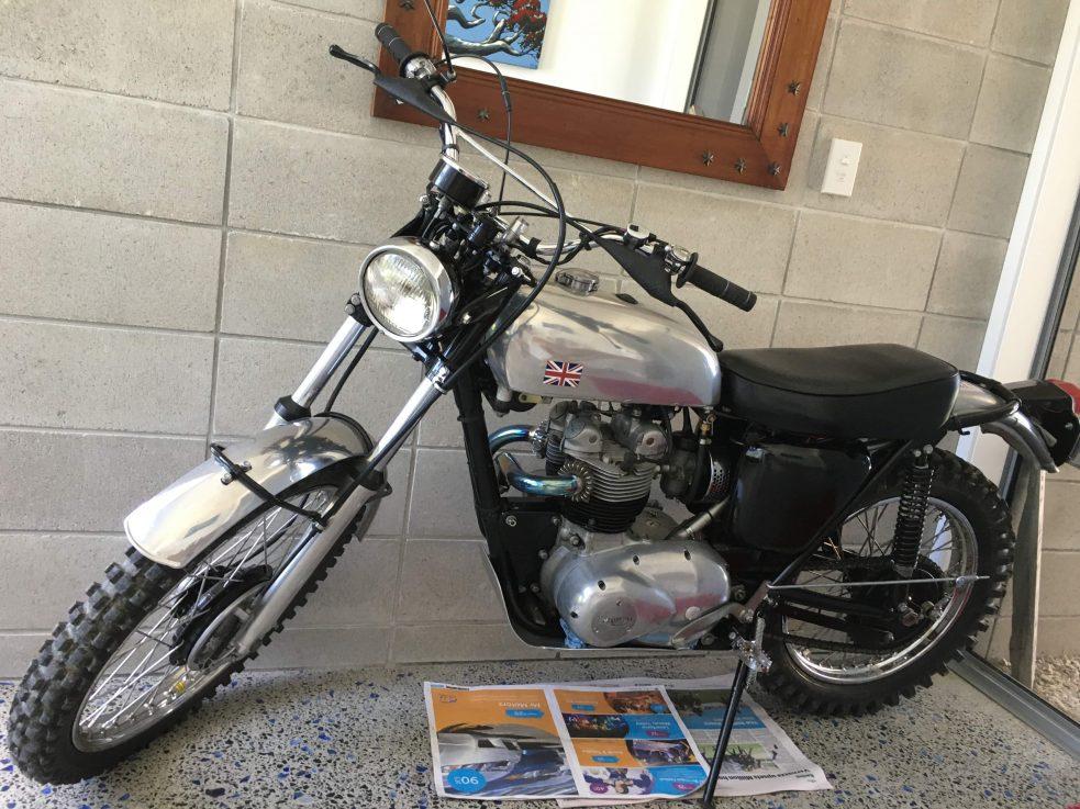 Triumph T100S